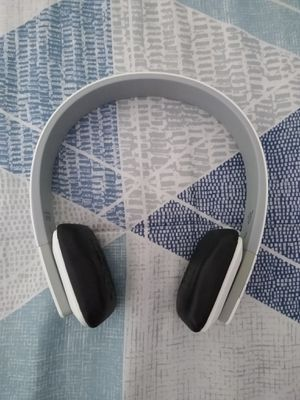Bluetooth wireless stereo headphones- white for Sale in Weston, FL