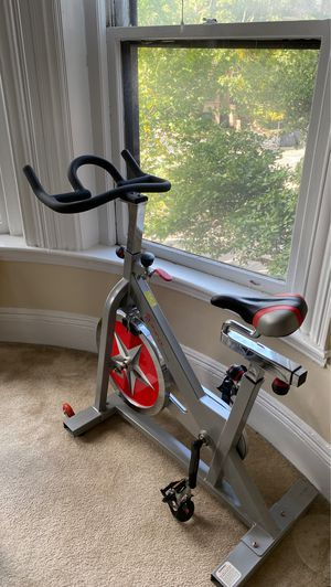 Sunny Health & Fitness Indoor Cycling Bike for Sale in Boston, MA