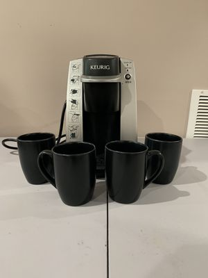 Keurig Single Serve Coffee Maker and Set of Mugs for Sale in Washington, DC