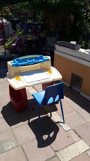Kids desk for Sale in Bell Gardens, CA