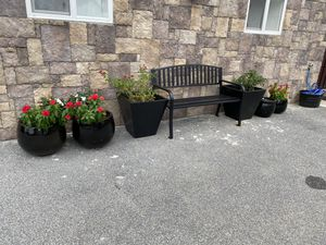 Metal bench with flower pot set for Sale in Chambersburg, PA
