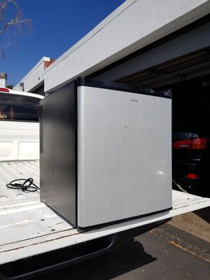 """Refrigerator 18"""" x 26 hi for Sale in Simi Valley, CA"""
