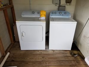 Whirlpool washer and dryer set. Very good condition and well taken care of. for Sale in Lakeland, FL