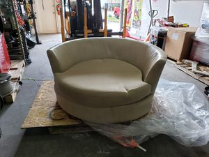 Modern Rotating Chair (sofa) for Sale in Miami Gardens, FL
