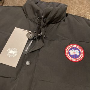 NEW!! Men's Canada Goose Freestyle Crew Vest in Black for Sale in Gig Harbor, WA