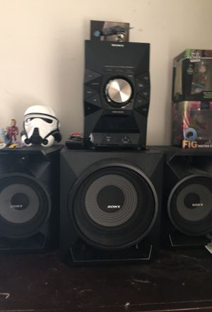 Stereo system with all speakers for Sale in Bressler, PA