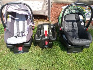2 Graco click connect car seats with bases for Sale in Mogadore, OH