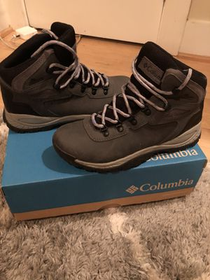 Columbia Hiking Boots Like NEW - Women's Size 7.5 for Sale in Washington, DC