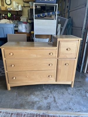 Changing table/dresser for Sale in Anaheim, CA
