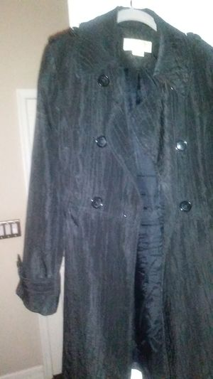 Stylish MK trench worn once . comes with a brand new DKNY Scarf for Sale in Naples, FL