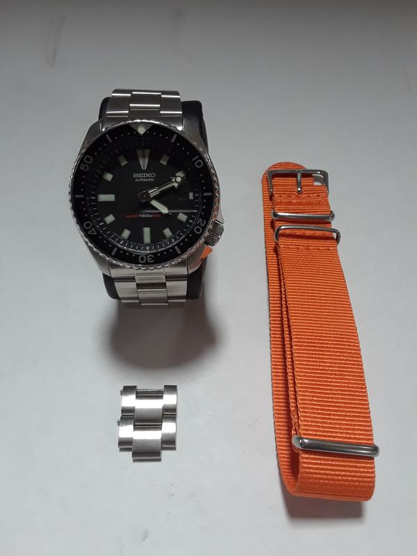 Seiko 7002-7009 automatic scuba divers  + orange nato strap  And 31-424  Diplomat Double 2+3 watch winder Black finish for Sale in Los Angeles, CA -