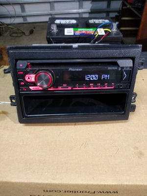 Pioneer radio 210 watt has bluetooth and remote for Sale in Kissimmee, FL