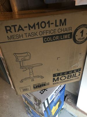 Mesh task office chair (Lime ) for Sale in Charlotte, NC