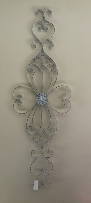 """ANTIQUE WHITE WALL MEDALLION 47"""" x 16"""" x 1"""" for Sale in Pomona, CA"""