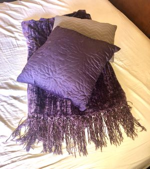 Throw pillow and blanket set for Sale in Glendora, CA