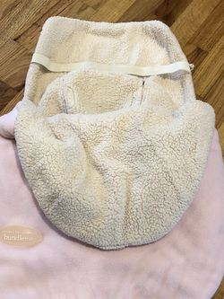 Pink. JJ Cole - Original Bundleme, Canopy Style Bunting Bag to Protect Baby from Cold and Winter Weather in Car Seats and Strollers, Infant for Sale in Bellevue,  WA