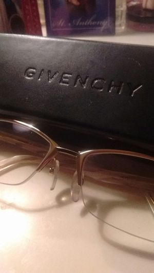 New givenchy readers with carrying case for Sale in North Las Vegas, NV