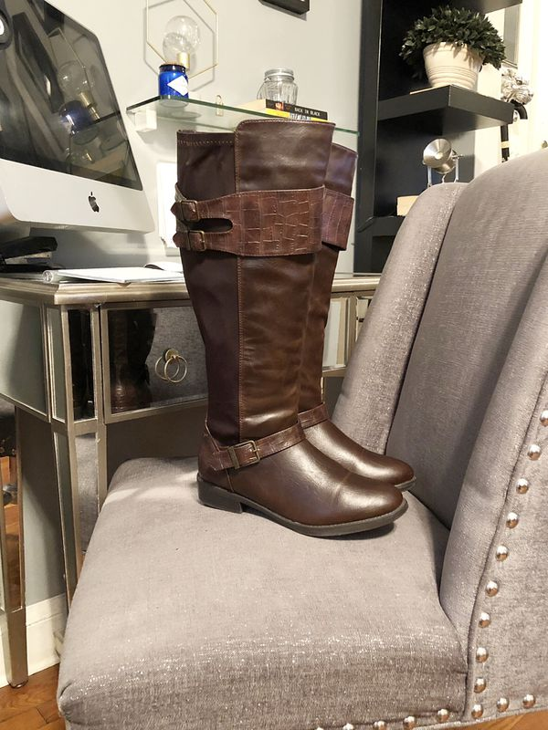 Women's Avenue riding boots paid $68 size 8 Mid calf boot. Brand new excellent condition. Have stretch material on back of the boots.