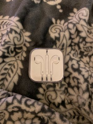 Apple EarPods with Mic and Remote Earbud Headphones for Sale in Gaithersburg, MD