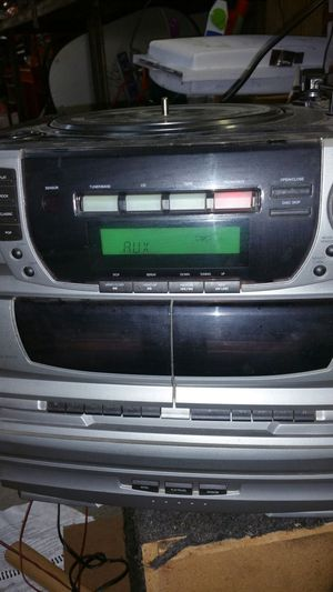 Memorex 5 disk,am/fm,double tape,and record player for Sale in Sunbury, OH