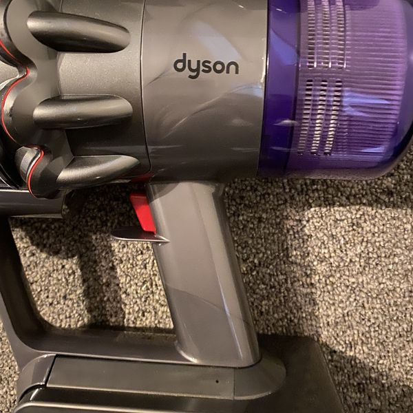 Dyson V11 torque drive Cordless Stick Vacuum. Included : Base, Wand, Brush And 2 Accessories