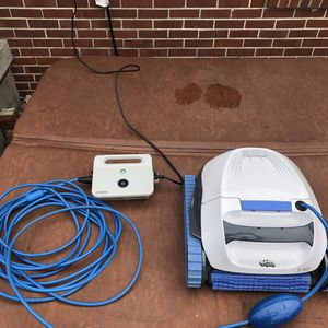 Dolphin S 50 self pool cleaner robotic for Sale in Russellville, KY
