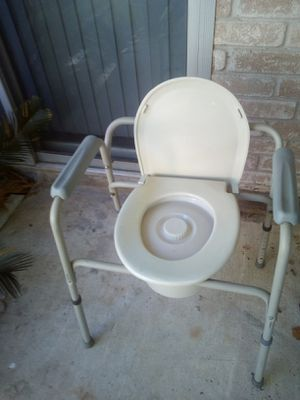 Portable toilet for Sale in Houston, TX