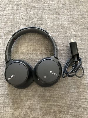Sony WIRELESS Noise Cancelling Headphones (Over Ear) (*w/ built-in mic*) *FREE CHARGER* for Sale in Litchfield Park, AZ