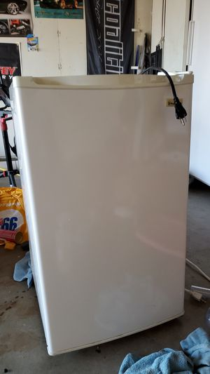 Magic Chef mini fridge in great condition for Sale in San Diego, CA