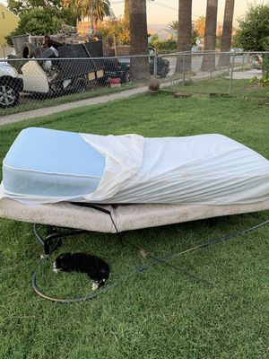 Adjustable base with bed for Sale in San Bernardino, CA