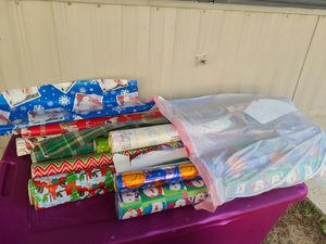(PENDING PICK UP)FREE wrapping paper all kinds FREE for Sale in Davenport, FL