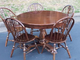Round Dining room Table Double Pedestal Base w (2) Leafs & (5) Chairs for Sale in Woodstock,  GA