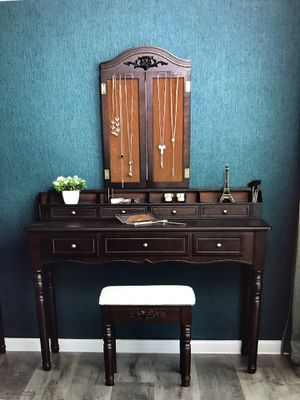 Makeup Vanity with stool and mirror for Sale in Sanford, NC