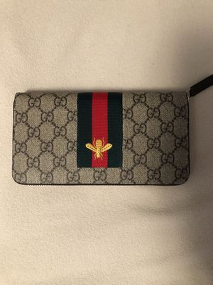 Gucci ziparound Wallet for Sale in Kissimmee, FL