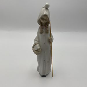 Lladro Children's Nativity Shepherdess with Basket (4678) for Sale in Orlando, FL