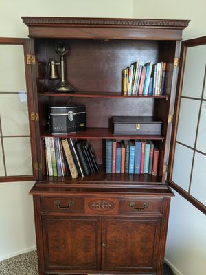 Vintage 1940s/1950s cabinet in the Duncan Phyfe style for Sale in Los Angeles, CA