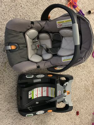 Chicco KeyFit 30 Infant car seat with base for Sale in Danbury, CT