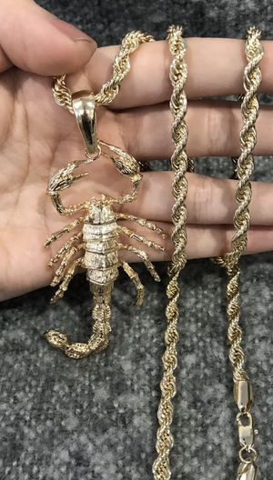 ORO LAMINADO ALACRÁN YELLOW GOLD PLATED Big Scorpion & Rope Chain for Sale in East Los Angeles, CA