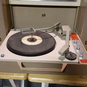 General electric 50s-70s Wildcat Suitcase Record Player for Sale in Amherst, VA