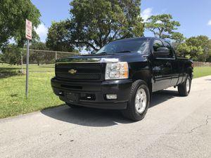 Chevi silverado Z71 2011 4WD for Sale in SUNNY ISL BCH, FL