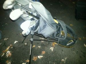 Kids golf clubs, sets, bags, and individual clubs. I have right and left handed ones. for Sale in Bolingbrook, IL