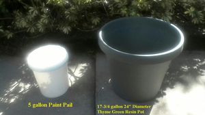 24 inch-17-3/4 gal. Thyme Green Resin Pot for Sale in Parrish, FL