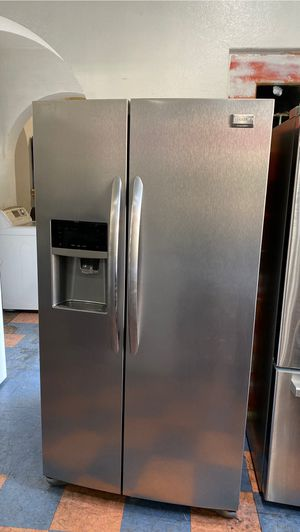 Frigidaire gallery side by side refrigerator stainless for Sale in Santa Ana, CA