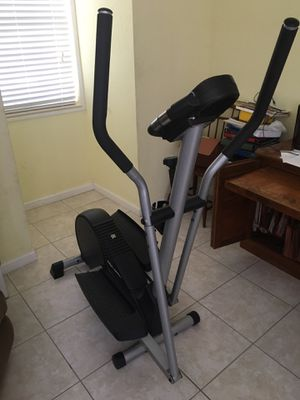 Pro-form Cardio Crosstrainer 675 with heart rate monitor for Sale in Miami, FL