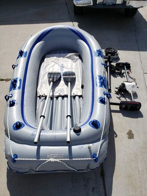 Sea eagle inflatable boat and 30lb trolling motor and fish finder for Sale in Las Vegas, NV