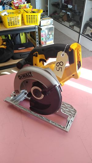 "DEWALT 20 V CORDLESS 6 1/2"" CIRCULAR SAW TOOL ONLY for Sale in Moreno Valley, CA"