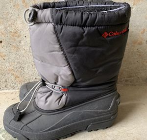 Columbia Sportswear Snow Boots Kids for Sale in West Linn, OR