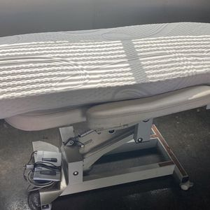Spa Bed Topper with Antibacterial Cover for Sale in Hacienda Heights, CA
