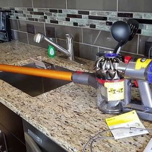 Dysen V8 Cordless Vacuum Stick for Sale in Little Rock, AR
