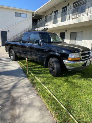 2000 ford ranger 157K 6 cylinder runs great but rear damage for Sale in Long Beach, CA
